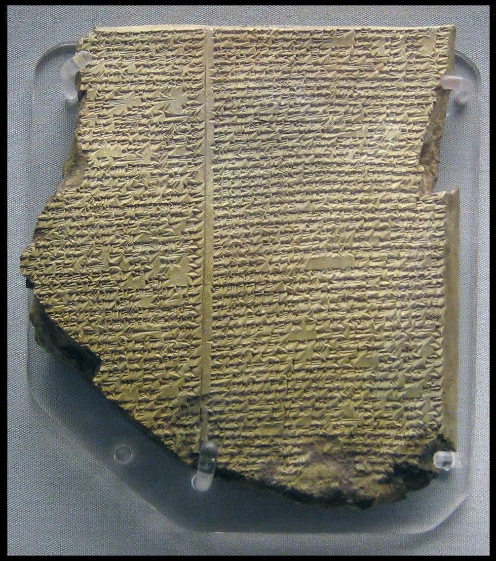Una delle tavole scritta in caratteri cuneiformi che descrivono l'epopea di Gilgamesh e la versione babilonese del diluvio universale. Questo pezzo è esposto al British Musium di londra e risale a 3000 anni prima di Cristo.