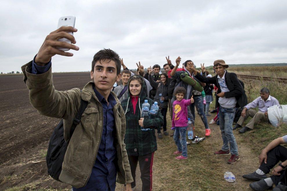 immigrati cin smartphones