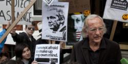 Sono tempi oscuri, in cui la propaganda dell'inganno tocca tutte le nostre vite - John Pilger