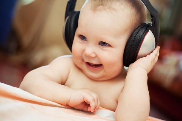Musica - Bambino con cuffie