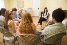 discepoli intorno ad insegnante spirituale