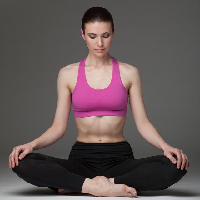 ragazza  che medita