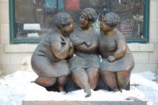 Donne di bronzo che parlano