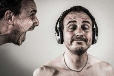 Essere indifferenti agli insulti