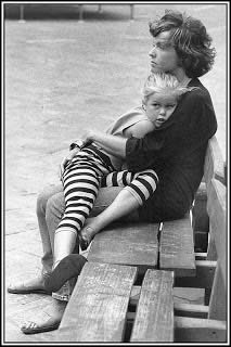 Abbraccio madre e figlia