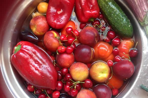 Lavare e disinfettare frutta e verdura