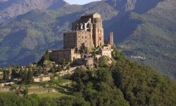 Il sacro santuario di San Michele si trova all'imboccodella Val di Susa, luogo di costruzione della Tav