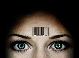 donna con codice a barre