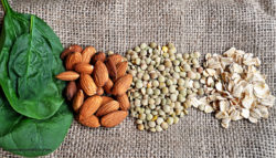 Legumi e mandorle sono alimenti che apportano magnesio