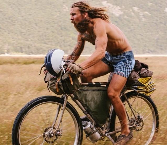 benedict bicicletta campo di grano