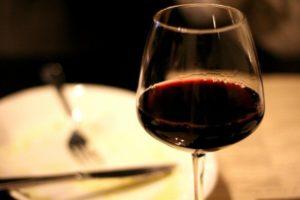 bicchiere di vino - solfiti in crostacei frutta vino