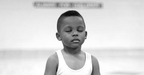 Scuola sostituisce la Punizione con la Meditazione... i risultati sono incredibili!
