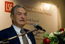 George Soros durante una conferenza in Malesia