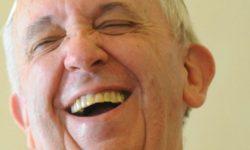 Papa Francesco che ride