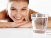 Bere acqua appena svegli