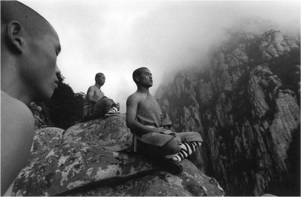 Monaci Shaolin meditano