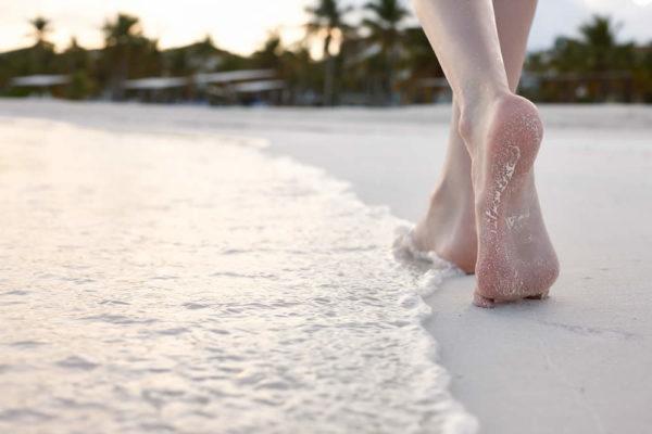 Benefici del camminare a piedi nudi