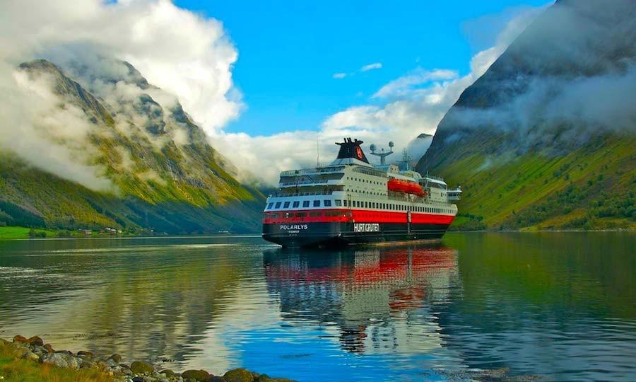 https://inviaggionelmondo.org/wp-content/uploads/2016/11/Flotta-Navale-Hurtigruten-vista-nave.jpg