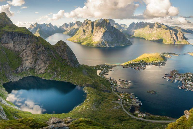 https://cdn.civitatis.com/noruega/svolvaer/galeria/islas-lofoten.jpg