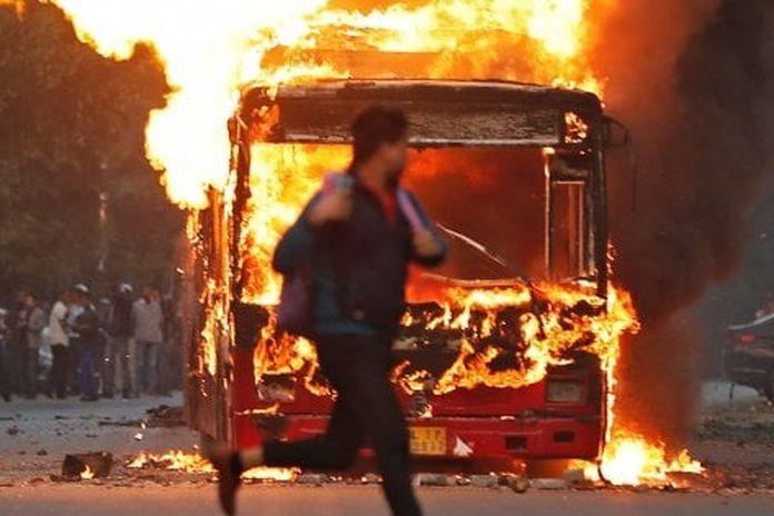 Risultato immagini per proteste contro la Nuova legge sulla Cittadinanza a new delhi