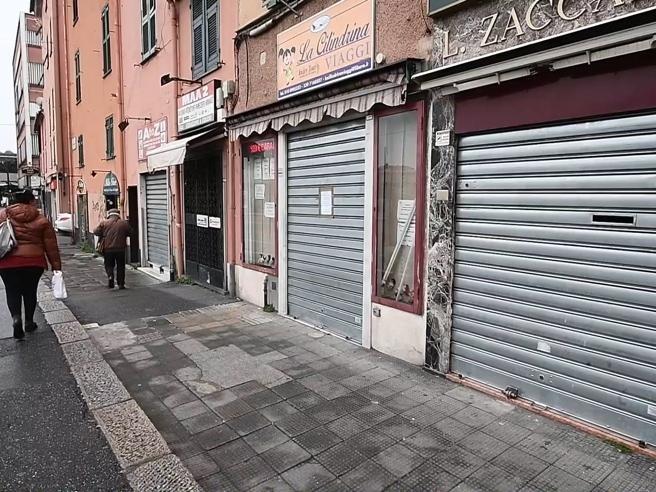 Coronavirus, a Genova negozi chiusi dopo le norme anti Covid-19 ...