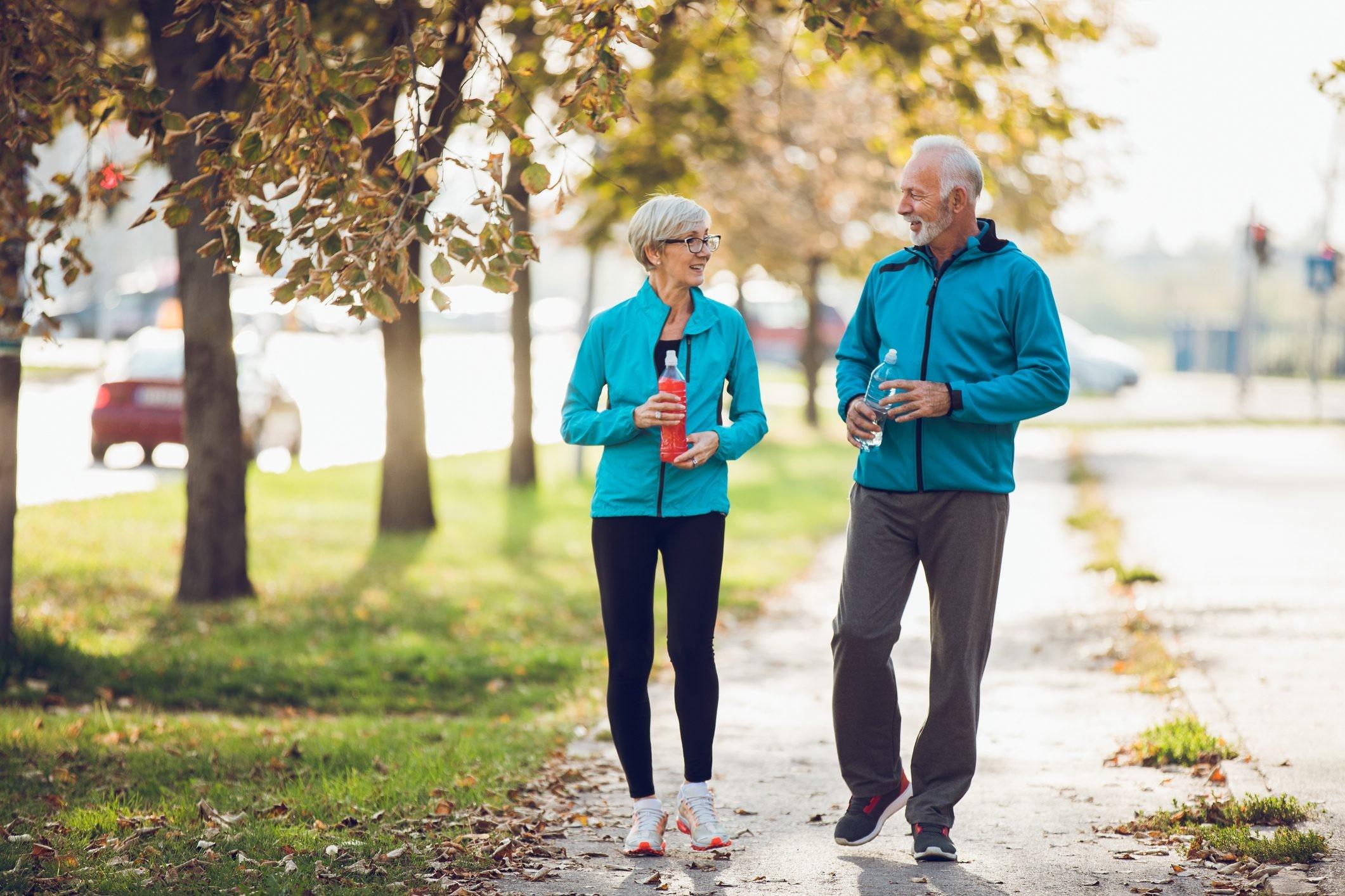 Camminare mezz'ora tre volte a settimana mantiene giovane il tuo ...