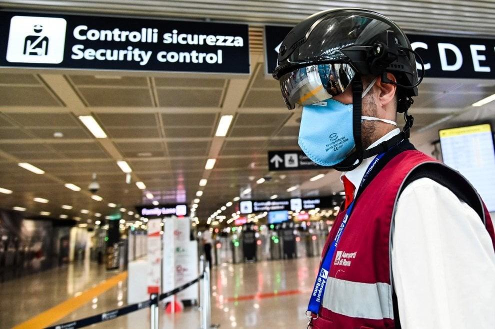 """Fiumicino. Ecco lo """"smart helmet"""": controlla la temperatura corporea fino a 7 metri - La Repubblica"""