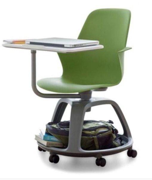Ecco i banchi a rotelle della nuova scuola - La Nuova Padania