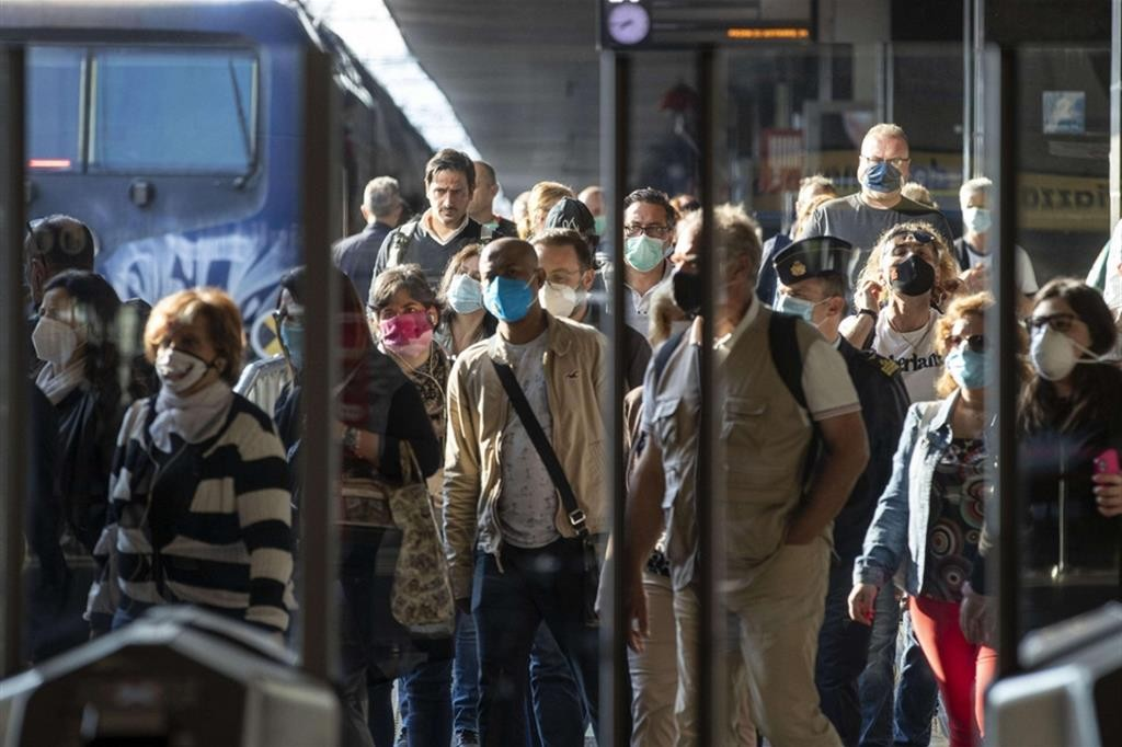 Resta il distanziamento anche sui treni». 5 morti nelle ultime 24 ore