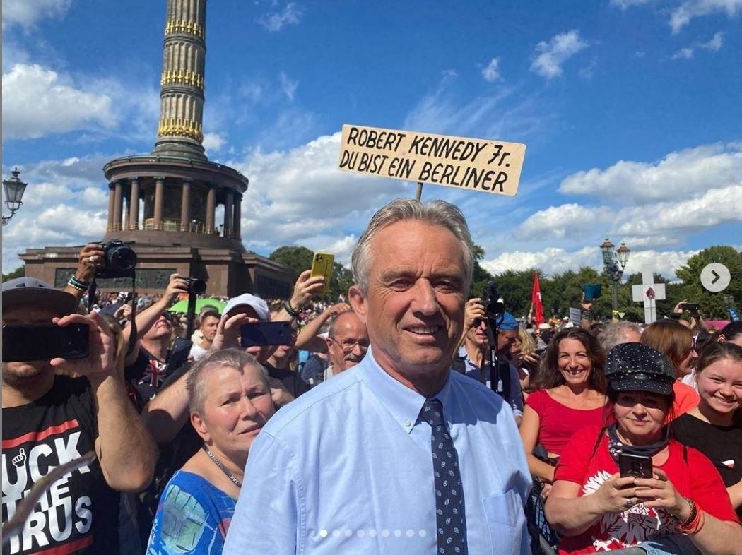 """Cesare Sacchetti on Twitter: """"A Berlino c'era anche Robert Kennedy che ha tenuto un magnifico discorso contro la dittatura sanitaria, infondendo speranza a chi lotta per la libertà di tutti. Non leggerete"""