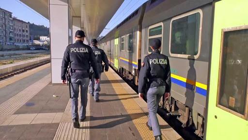 Senza biglietto e senza mascherina a bordo del treno, denunciato - Tusciaweb.eu