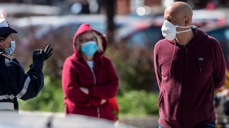 Coronavirus, mascherine obbligatorie anche in Toscana - La Stampa - Ultime notizie di cronaca e news dall'Italia e dal mondo