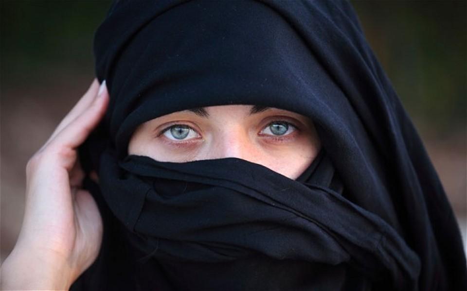 Donna musulmana licenziata, Corte Ue: giusto vietare il velo islamico al lavoro - Giornale di Sicilia