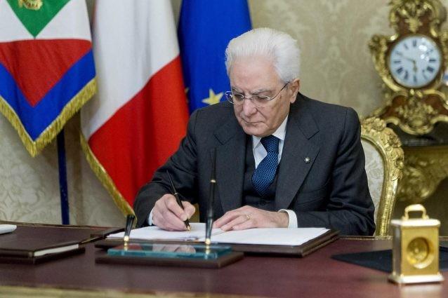 Mattarella e il Consiglio supremo di difesa per paura del popolo: ultima idiozia dei complottisti