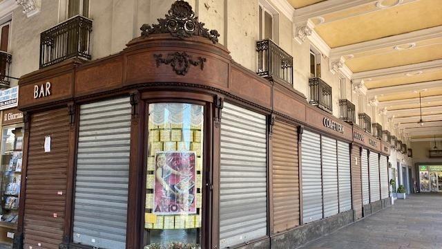 Emergenza coronavirus, la grande serrata: negozi e locali pubblici chiusi in tutta la provincia - La Stampa