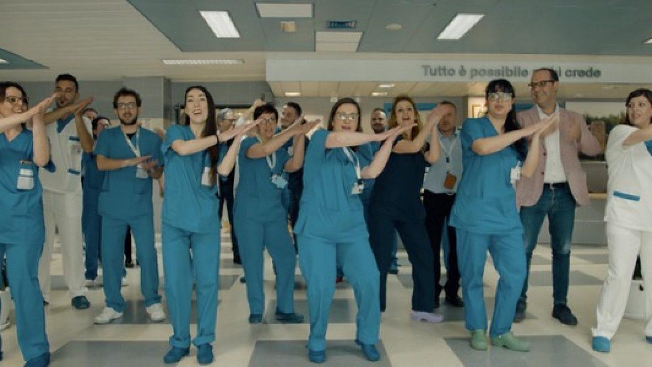 Medici e infermieri ballano al Giglio di Cefalù contro le infezioni ospedaliere (VIDEO) | BlogSicilia - Ultime notizie dalla Sicilia