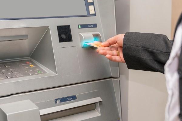 Risultato immagini per sportelli bancari