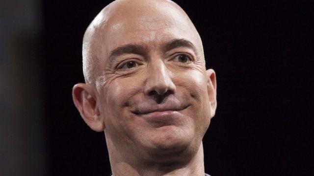 Jeff Bezos ha guadagnato 13,5 miliardi di Dollari in 15 minuti, grazie ad Amazon