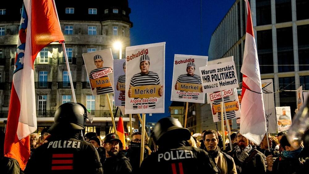 """Minacce di morte ai politici per la """"dittatura sanitaria"""", negazionisti nel mirino degli 007 tedeschi"""