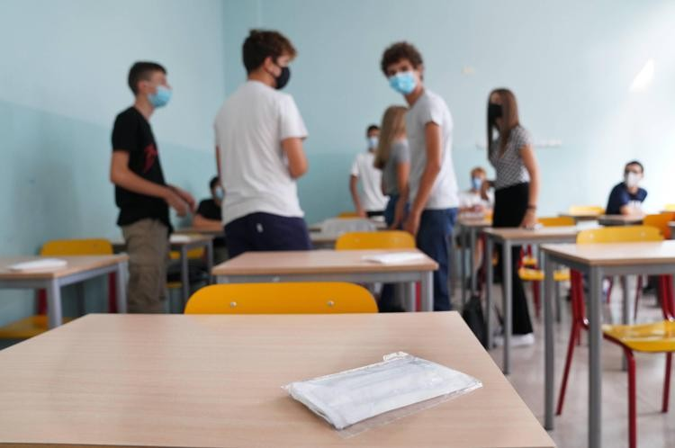 """Scuola, Turi (Uil): """"vaccini o dad? Comitati hanno ragione, è discriminazione inaccettabile"""""""